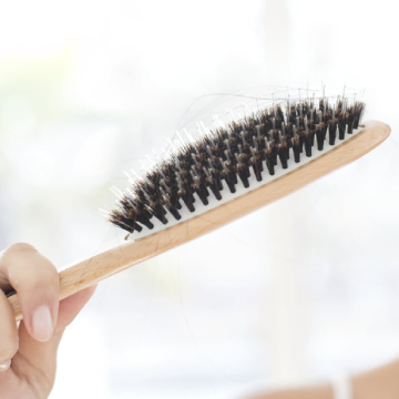 Some Common Mistakes People Make When They Start Losing Hair at an Alarming Rate!